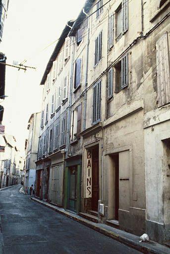 """Ancien établissement des bains Pommer, 68 rue Philonarde à Avignon (Vaucluse) France - Les """"Bains Pommer"""" sont classés Monuments historiques depuis 1992. Cliquer sur l'adresse suivante pour voir la fiche…"""