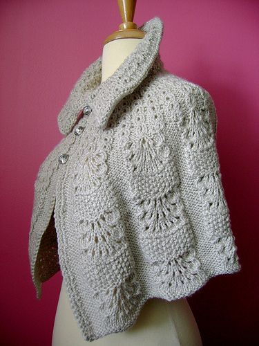 Knitted+capelet+/+cape+/+poncho+in+a+shade+of+light+linen