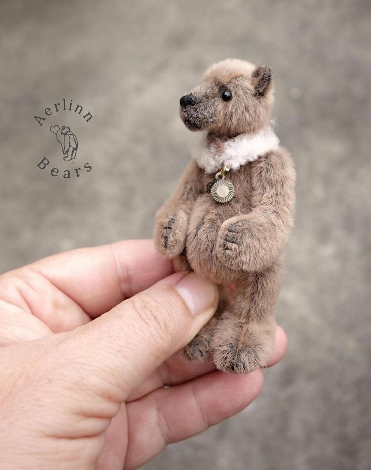 Miniature Dolls House Accessories TeddyBear Book Ends with 3 Books 1:12th scale