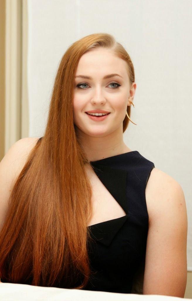 Sophie Turner - Black Dress at Game of Thrones 5 Premiere : Global Celebrtities (F) FunFunky.com