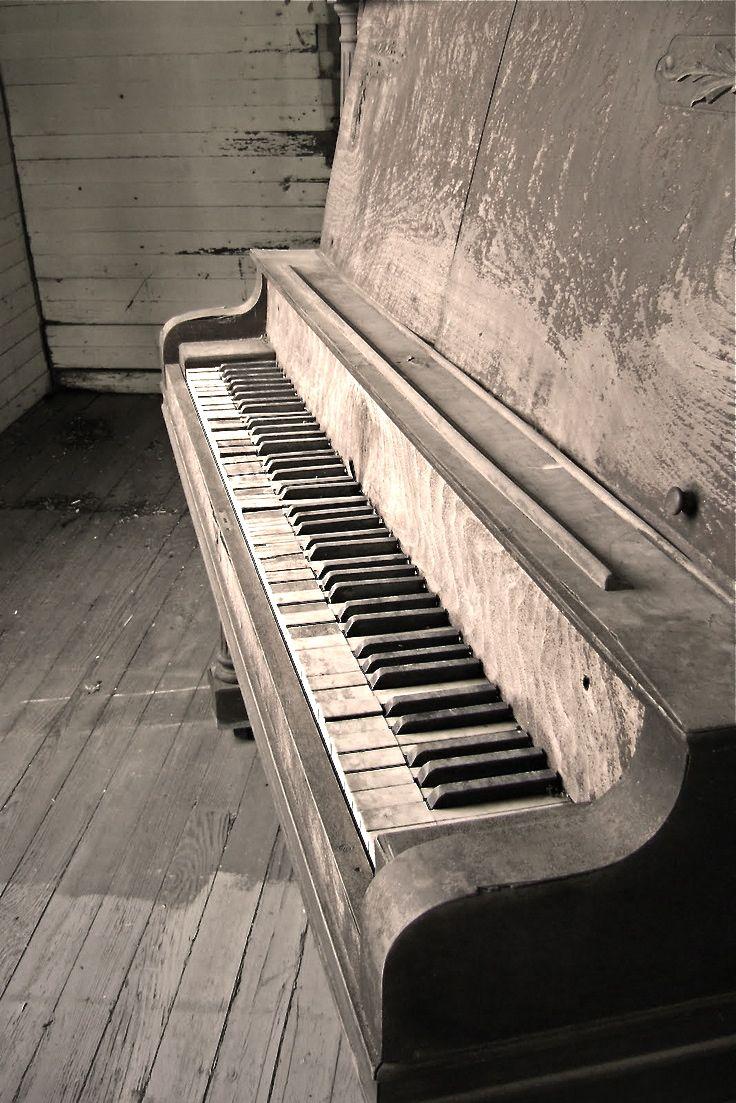 mooi instrument, ik hou van mooie oude Piano's maar ook vooral omdat ik het zelf speel.
