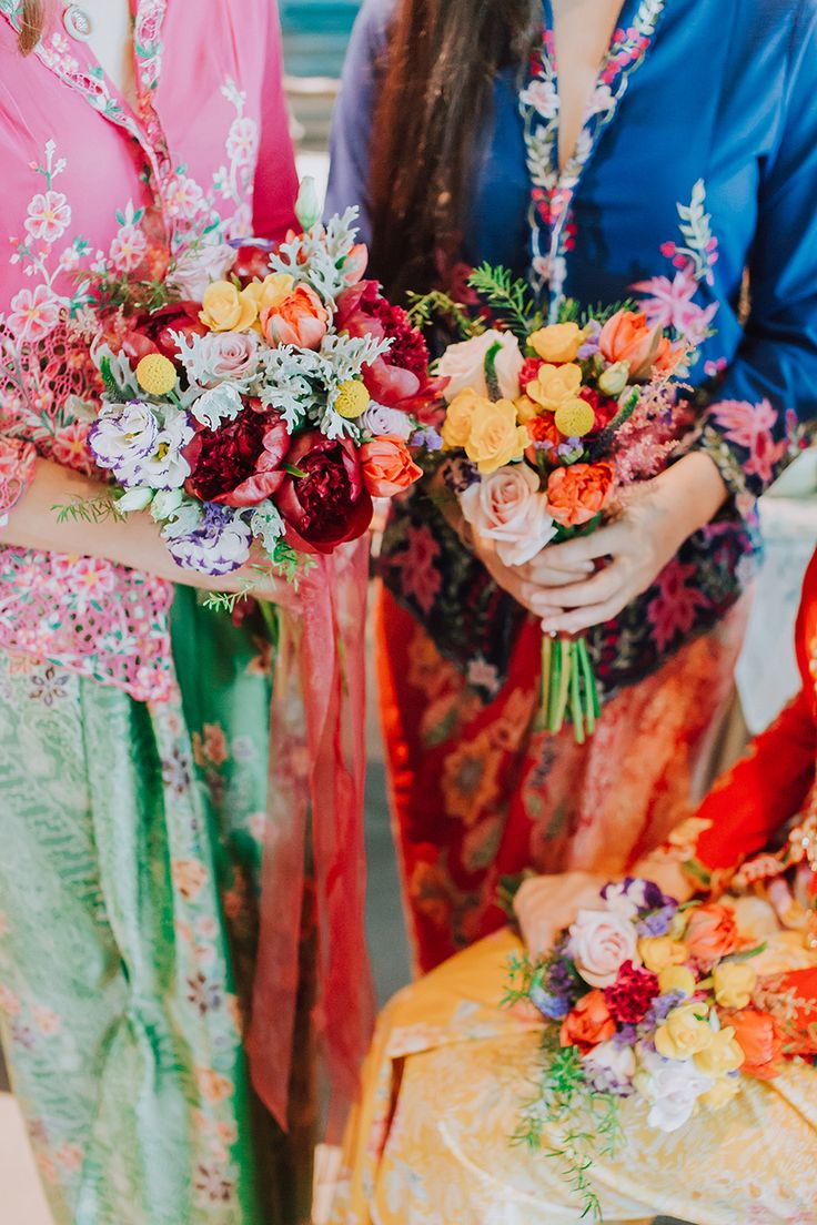 Our Baba and Nyonya bridal shower styled shoot is as colourful and delightful as the sarong kebayas and desserts it showcases. Planned and styled by Moments at The Tranquerah in Kuala Lumpur, this blend of traditional Peranakan aesthetics and modern styling is sure to inspire you to embrace a history and culture that is uniquely South East Asian.