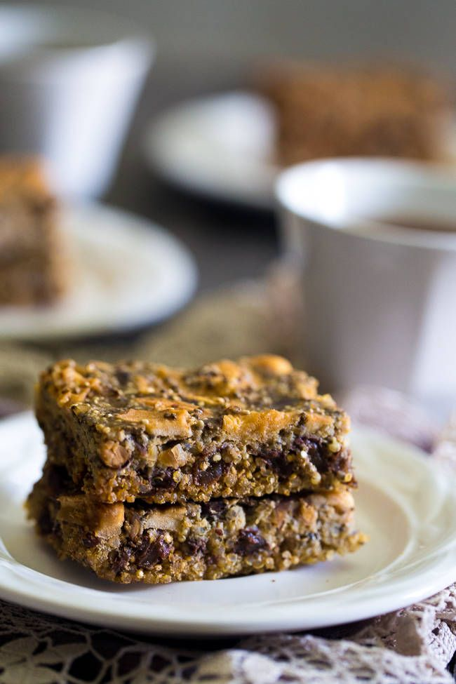 Slow Cooker Quinoa Energy Bar Recipe - YES! You CAN make healthy, gluten free energy bars in your slow cooker! Perfect for a portable breakfast or snack!  |  Foodfaithfitness.com