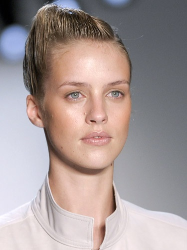 Get a lil sidekick done by having a side parting before sleeking it back. Yeah, you got it right! Suno, New York Fashion Week Runway Show 2013 #Wetlook #Parellecosmetics #Hair #Beauty #2013 #Runway