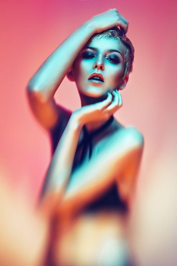 La iluminación y la psicología del color, presentes aquí dándole personalidad a la fotografía. #Beauty