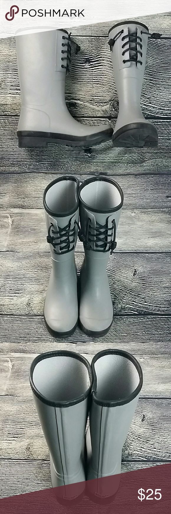 Sz 7 Sperry Top Sider waterproof rubber rain boots Sperry Top Sider waterproof rubber rain boots Women's size 7 STS94650 Gray with black lace Excellent preowned condition Sperry Top-Sider Shoes Winter & Rain Boots