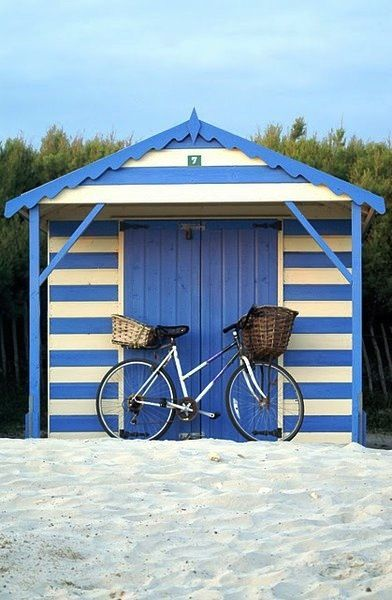 beach hut, nice stripes