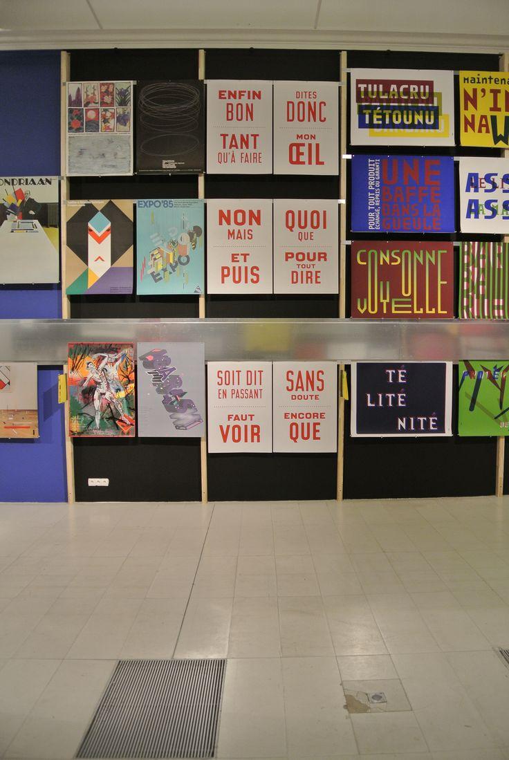 """Exposition """"REGARDER"""" de Vincent Perrottet  Plus de 450 affiches et un grand nombre d'objets d'édition reflètent la richesse de la création visuelle, essentiellement des 30 dernières années."""