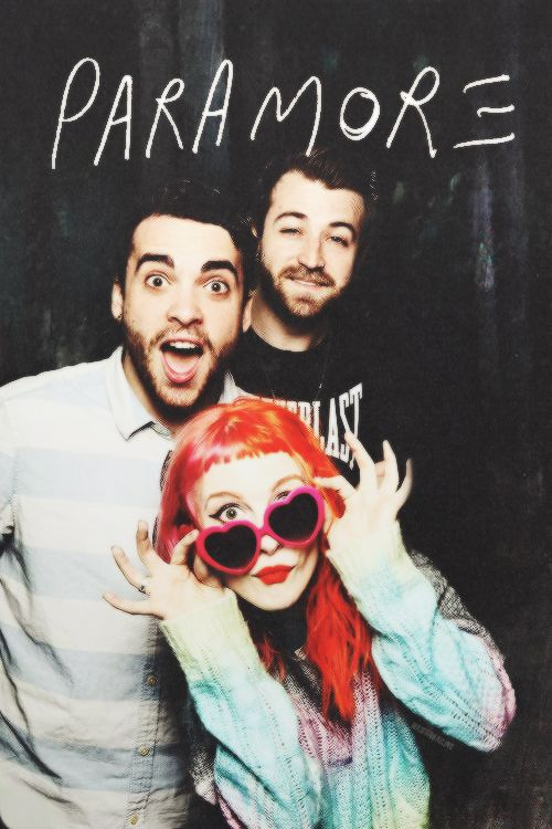 Happy New Year Parafamily!!! And of course to Hayley, Taylor and Jeremy. We love hope this band has an awesome year just like the previous one. Plus I want a new album ^_^.