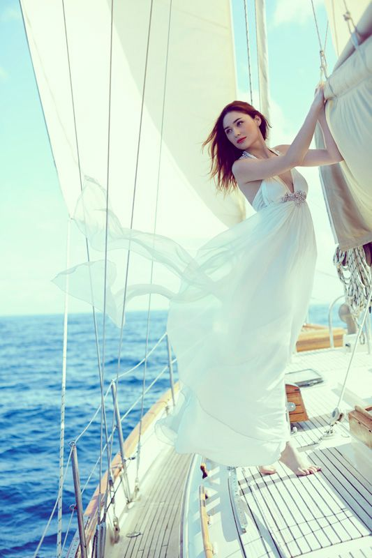 news story bride groom sail