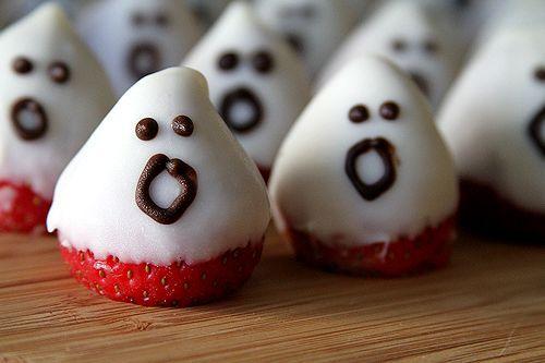 Strawberry Ghosts: Cute Halloween idea.