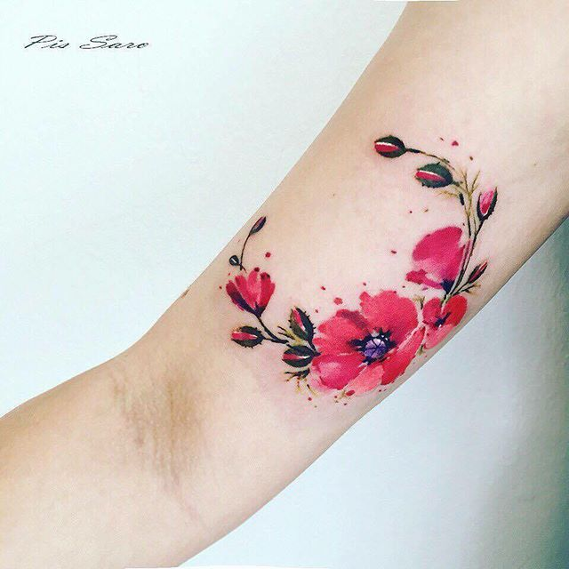 Small Flowers by our guest artist @pissaro_tattoo  Ähnlich Mond (Small Tattoos)