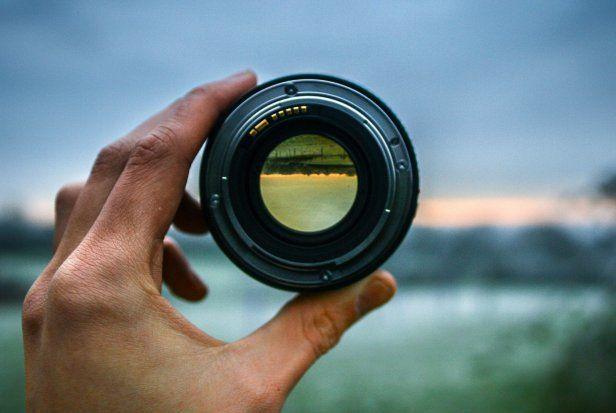 Dziś zakup aparatu nie jest problemem. Wielu amatorów chcących robić coraz lepsze zdjęcia przerzuca się z kompaktów na proste lustrzanki. I tu pojawia się od razu problem: jaki obiektyw wybrać?