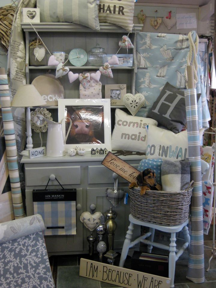 Using Shabby Chic Furniture To Display Vintage Flea Market Stall Items