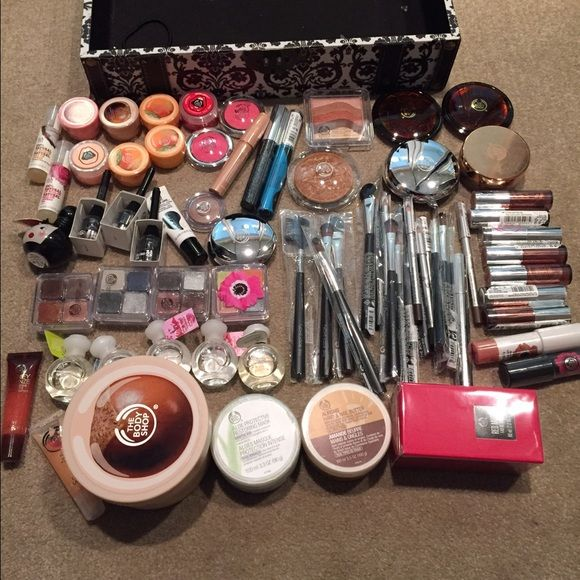 Huge brand new makeup beauty bundle the body shop Everything brand new every girls dream make up brushes binders brushes blushes shadows perfume body butter primer lip gloss lipsticks lip butters eye shadow eyebrow pencils and pallets and lip liners everything lol retail over $1500 make offers The body shop Accessories