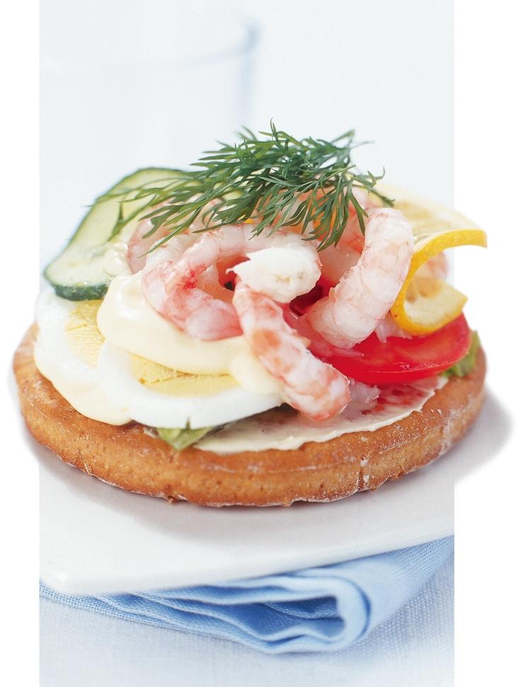 Prawn sandwich, Swedish style, on #Fria #glutenfree #Thekaka Swedish tea cake flatbread. Check out #sandwich #recipes on our websites: http://www.fria.se  #friaglutenfree