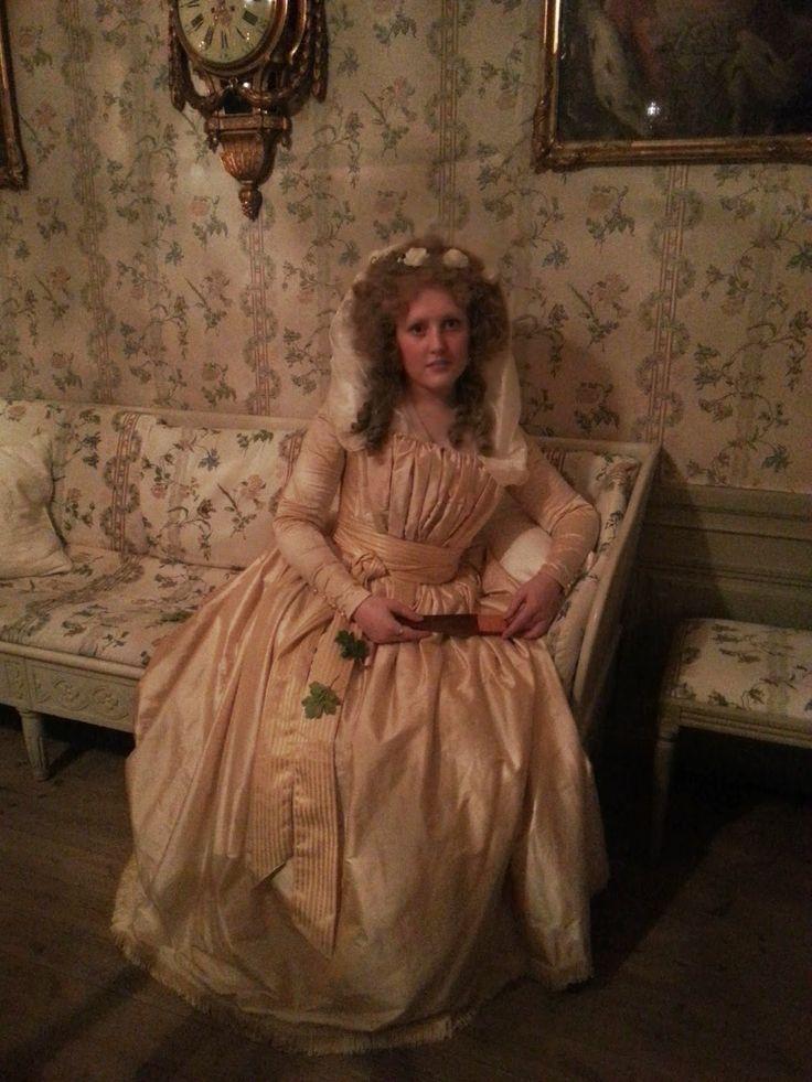 Caroline, always wonderful (look at her hairstyle): http://anno1776.blogspot.fi/2014/05/18th-century-masquerade.html
