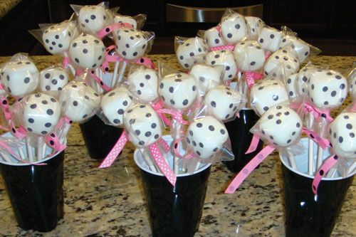 """Can't tell  how they are made, but cute....website says """"cake pops"""" but my cake pop pan is round...?"""