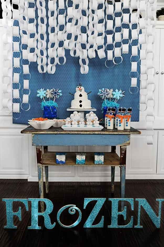 """Paper """"Snow"""" Chains   14 Must-Have Ideas For Throwing Your Own """"Frozen"""" Themed Party"""