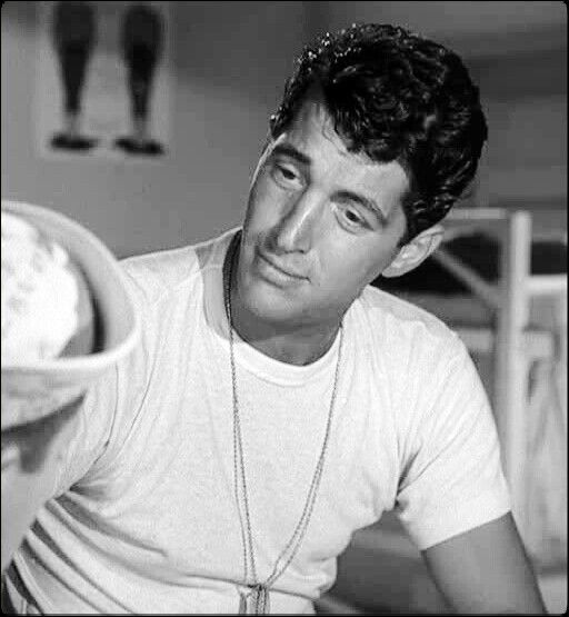 Young Dean Martin, me likey