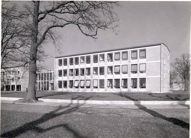 Jacobuscollege aan de Van der Waalslaan, nu Bonhoeffercollege. Mijn middelbare school.