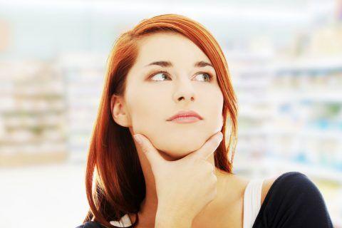 Nauséeux? Fatigué? Une semaine en retard? Tandis que ce sont des symptômes de grossesse, d'autres facteurs peuvent être PREMIERS SIGNE DE GROSSESSE femme...