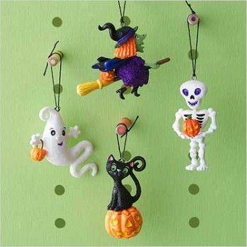 2007 hallmark halloween frightful fun howl oween at hooked on hallmark ornaments - Hallmark Halloween Decorations