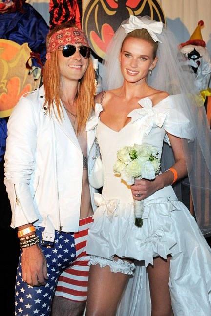 22 Famous Couple Halloween Costume Ideas | YourTango