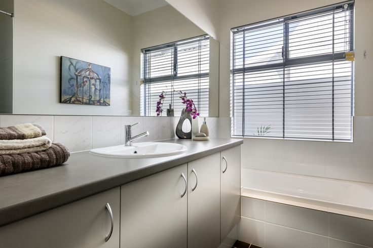 Homebuyers Centre - Breeze Display Home Bathroom