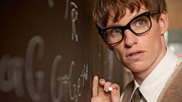 V roli dosud žijícího astrofyzika Stephena Hawkinga v Teorii všeho ukázal svůj výjimečný talent.