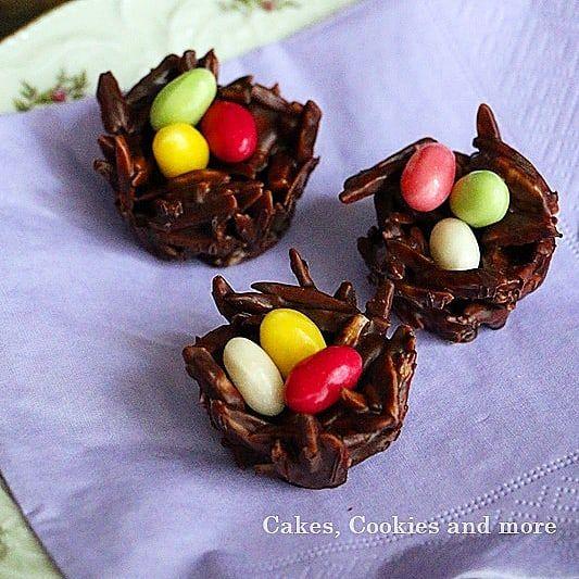 It's snowing outside and i think of spring .. with homemade chocolate bird's nests  Während es draussen so kalt ist und schneit denke ich schon an den Frühling... die schokoladigen Vogelnestchen sind mit Zutaten aus der @migros schnell gemacht und schmecken dazu auch no richtig gut. Die Anleitung dazu gibt es jetzt im Blog. (Link im Profil)  #werbung #ostern #myeaster #osternwirdjöö #easter #chocolate #osternestchen #vogelnest #schokolade #cakescookiesandmore #süsses #selbstgemacht…