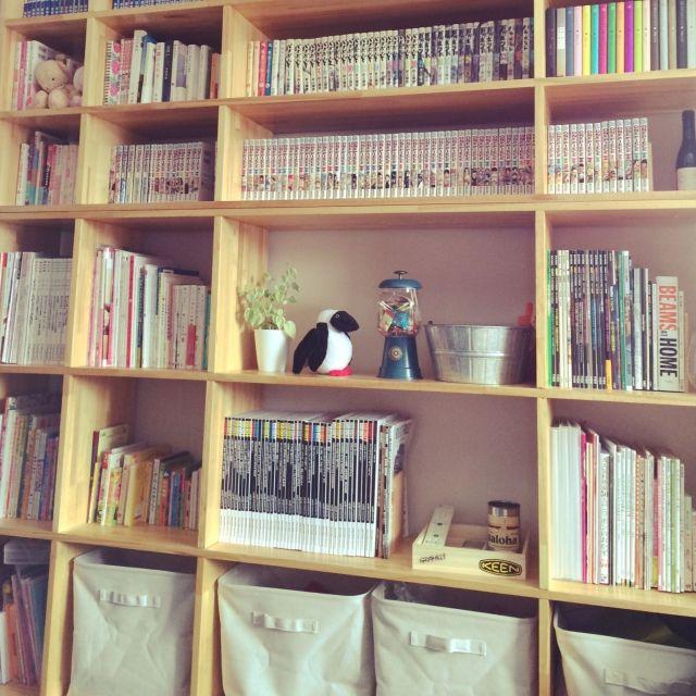 punpun_no_anaさんの、DIY本棚,ぬいぐるみ,本棚,漫画,DIY,無印良品,GO OUT,ガチャ風キャンディポット,棚,のお部屋写真
