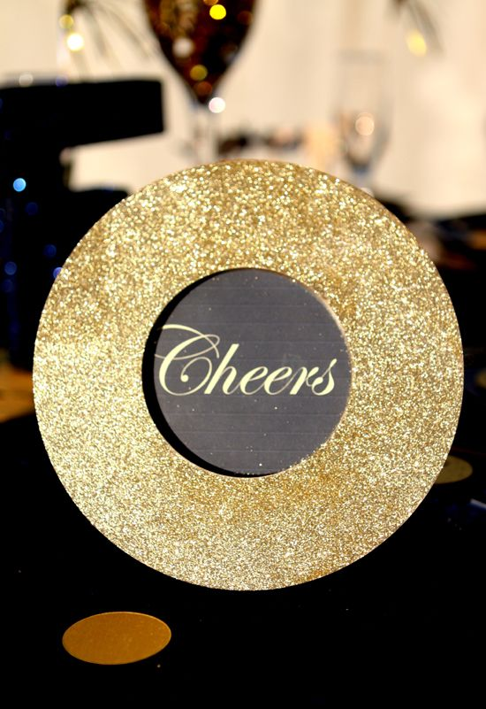 NYE: Art And Crafts, Glitter Frames, Years Parties, Eve Dinners, Dinners Parties, Eve Diy, Nye Parties, New Years Eve, Parties Signs