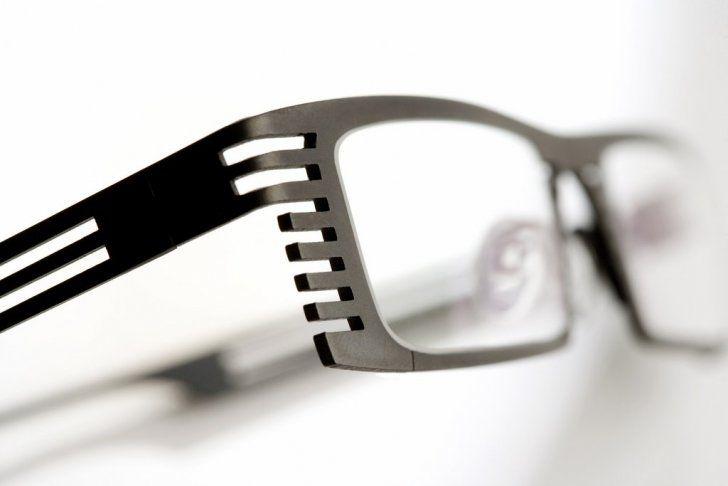 Hoet 3D Laser-Printed Titanium Eyeglasses http://3dprintsoftheworld.com/object/hoet-3d-laser-printed-titanium-eyeglasses #3dprinting #design #glasses