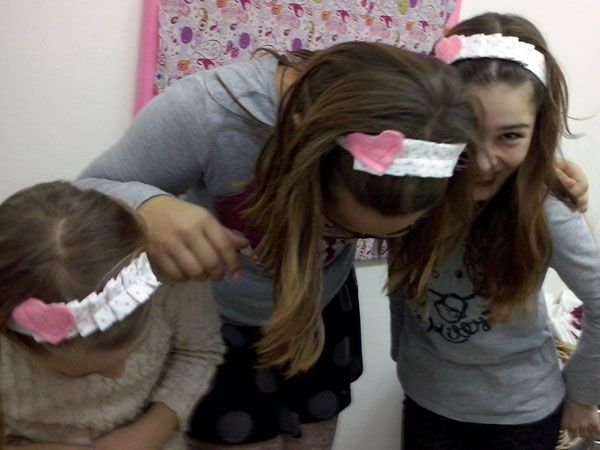 Και υπέροχες κορδέλες για τα μαλλιά με πιετούλες κα καρδούλες έραψαν τα κορίτσια του Παιδικού τμήματος.