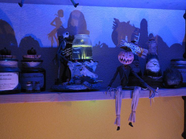1000 images about halloween haunted house on pinterest for Homemade haunted house effects
