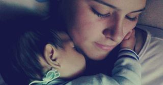 Los bebés necesitan dormir en la cama de mamá al MENOS hasta los 3 años por esta simple razón: