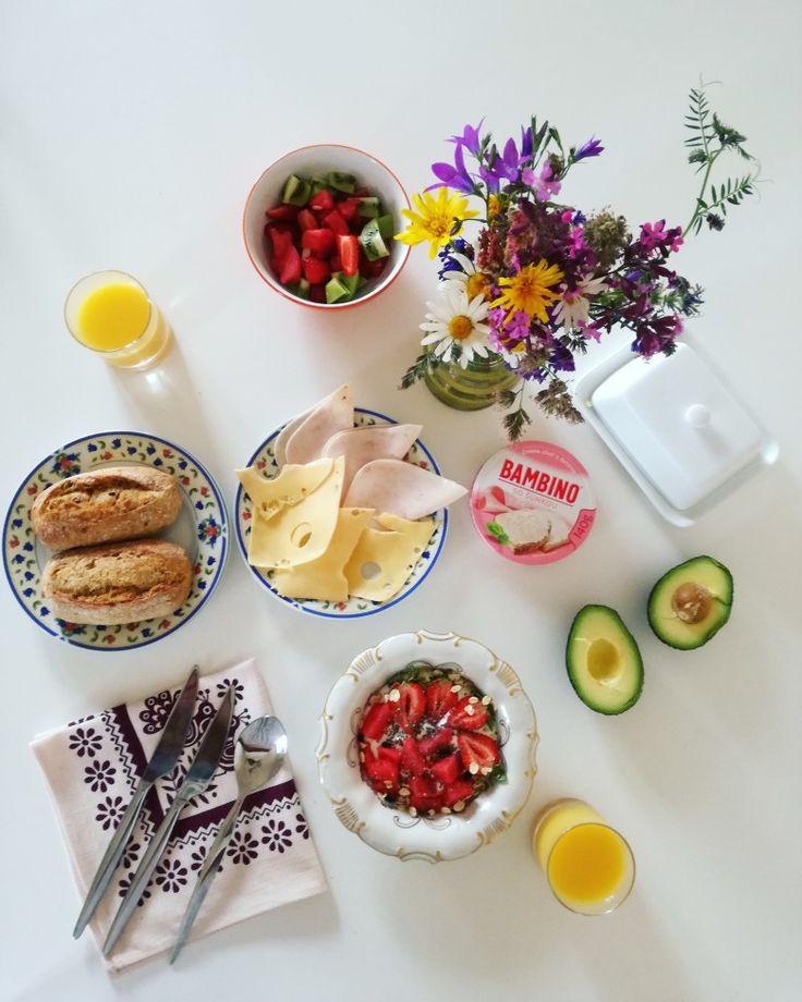 Breakfest. Healthy food. Wild flowers. Avocado. Fruits. Juice