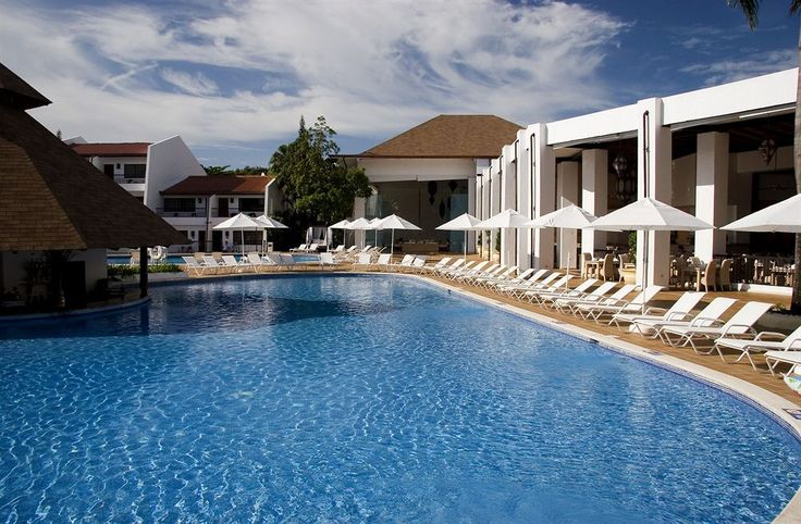 Le BlueBay Villas Doradas - Adults Only - All Inclusive est  un lieu parfait pour les couples qui veulent se détendre ou passer leurs noces ou leur lune de miel en République Dominicaine. Entre lagon bleu turquoise et plage de sable fin, vous pourrez profiter du superbe spa et du golf à proximité. Cet hôtel vous assure un séjour des plus enchanteurs à Puerto Plata…