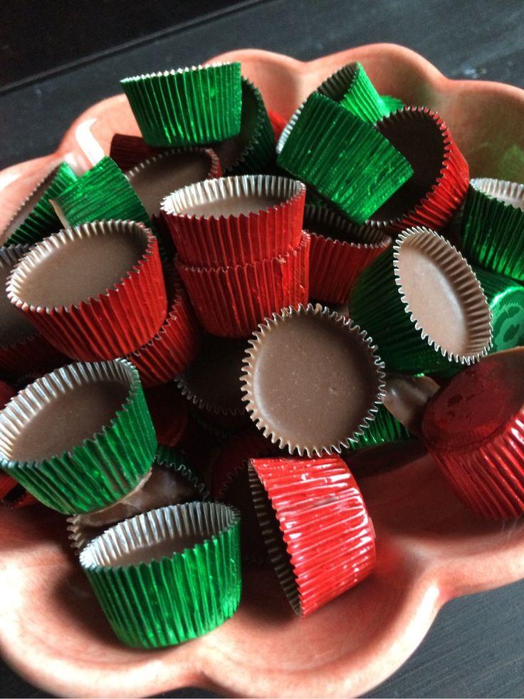ca 35 st Rivet skal från 1 apelsin 200 g choklad, mörk av bra kvaliet 50 g kokosfett Smält kokosfett i en kastrull. rör ner chokladen så den smälter till en slät smet. rör ner…