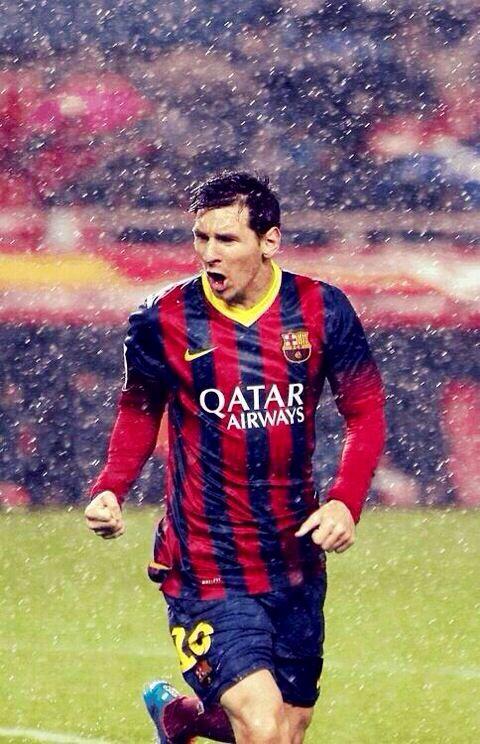 Me gusta el fútbol. Me gusta jugar al fútbol bajo la lluvia.