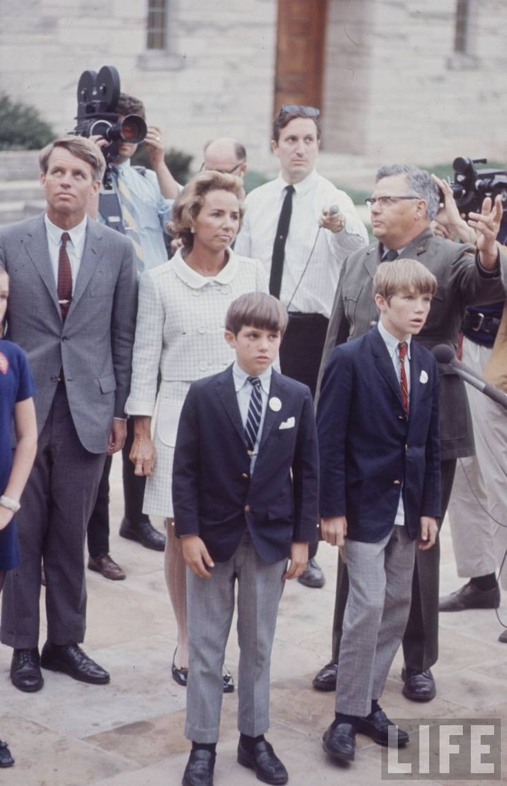 a synopsis of the kennedy family A short summary of 's john f kennedy this free synopsis covers all the crucial plot points of john f kennedy  when jfk was ten, his family moved to new york .