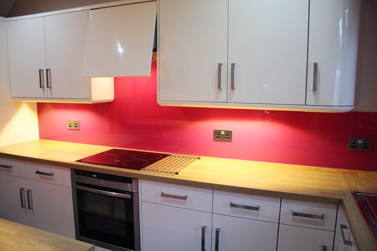 Colourful kitchen splashback. Any price - Any colour. http://glass-houseuk.co.uk/