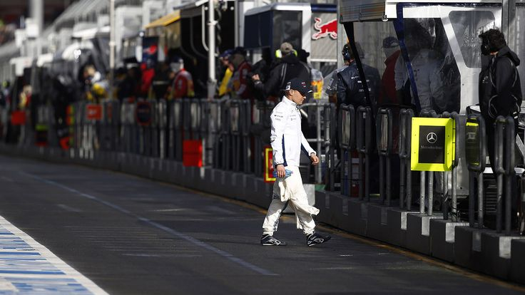 Lewis Hamilton wins pole in disastrous Melbourne F1 qualifying...: Lewis Hamilton wins pole in disastrous Melbourne F1 qualifying #F1… #F1
