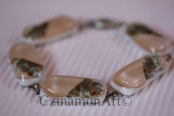 Pale pink leaf Light pink Fused Glass Bracelet by CzinamonArt, €29.00