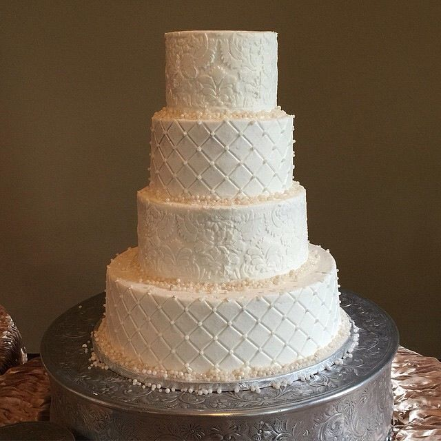 4 Tier Cake With An Alternating Design Using A Damask Pattern And Grid PatternsTier CakeWhite CakesButtercream IcingWedding