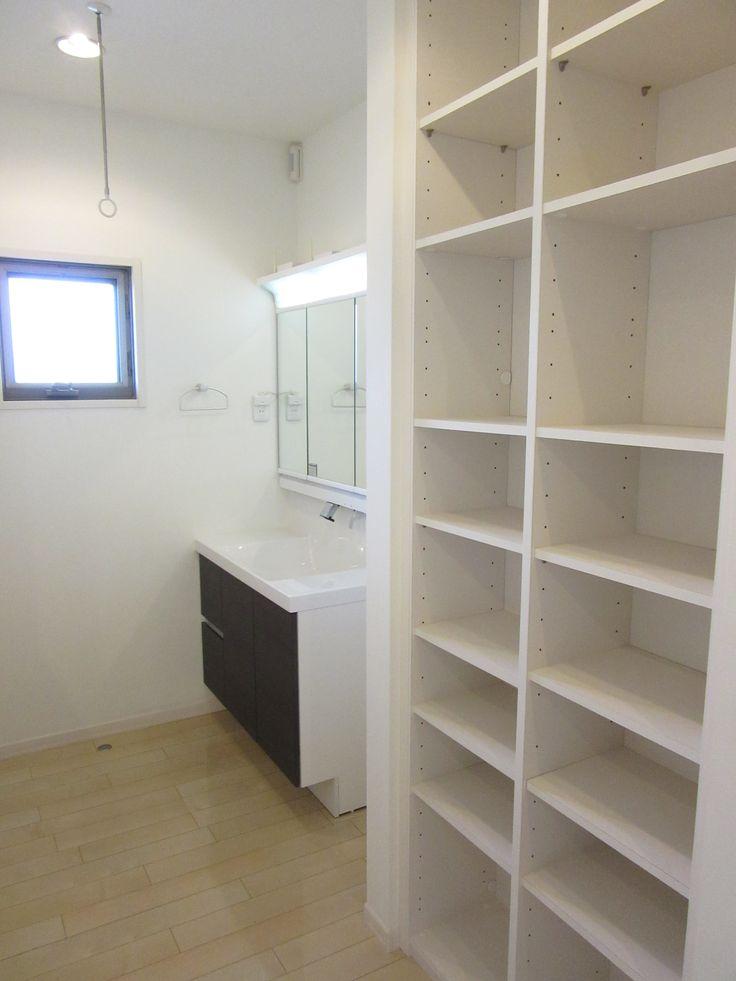 2階の廊下収納及び洗面台