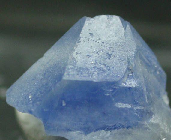 Cristal de quartz inclus avec le rare Dumortierite Brésil