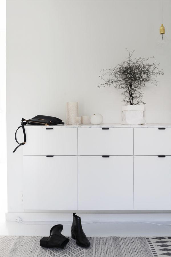 Sittebenk, seng, sjenk, tv-benk.. Kjøkkenskap fra Ikea kan brukes til det meste, og jeg har brukt skapene fra Metod-serien til fine oppbevaringsløsninger – helt andre steder enn på kjøkkenet. Jeg vet