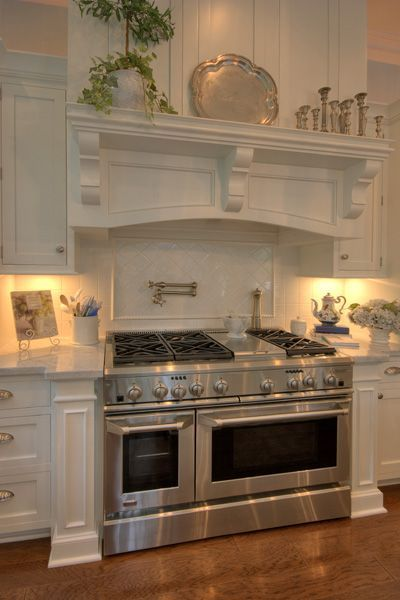 Kitchen corbels in a cutshape design support this over range cooker shelf. Find similar corbels to these, in a range of designs and sizes, at <a href=/